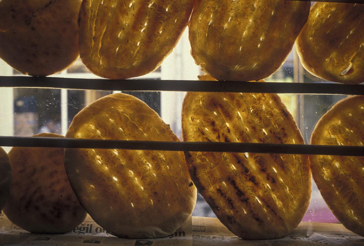 istanbul_turkey_bread_window